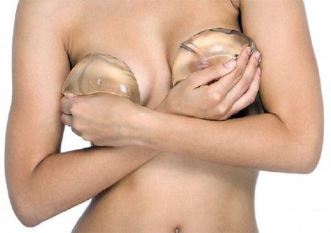Plastika prsou nebo přírodní zvětšení poprsí